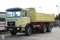 Camión volquete MAN 32.321