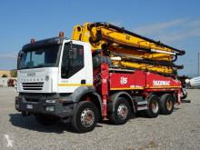 شاحنة Iveco Trakker AT 400 T 44 T اسمنت مضخة اسمنت مستعمل
