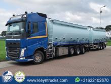 Caminhões cisterna Volvo FH 540