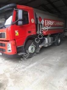 Caminhões cisterna Volvo
