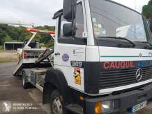 Camión de asistencia en ctra Mercedes 809