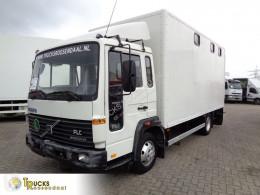 Camión remolque para caballos Volvo FLC