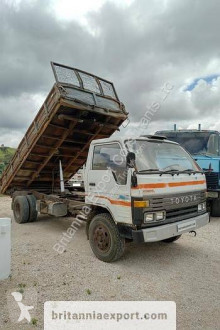 Камион самосвал самосвал с тристранно разтоварване Toyota Dyna 300