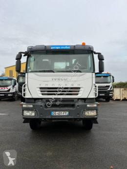Camión Iveco Trakker 260 T 36 volquete volquete bilateral usado