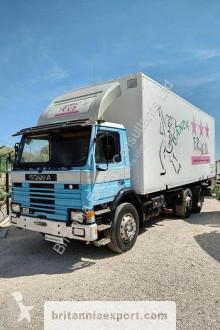 Camión Scania P 82 furgón usado
