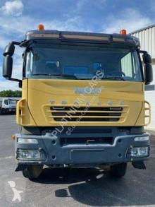 Camión Iveco Trakker 500 volquete usado