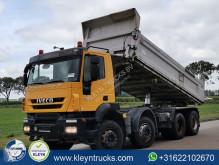 Camión Iveco Trakker volquete volquete bilateral usado