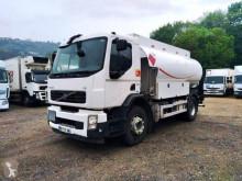 Camión Volvo FE 260 cisterna hidrocarburos usado