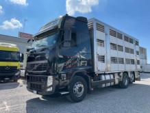Camión remolque ganadero Volvo FH