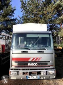 Iveco ponyvával felszerelt plató teherautó