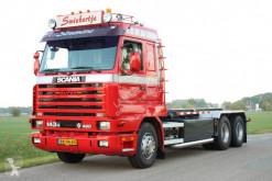 Ciężarówka do transportu kontenerów Scania 143