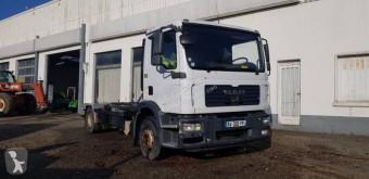 Ciężarówka MAN TGM 15.240 podwozie używana