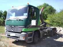 Camión Mercedes Gancho portacontenedor usado