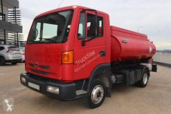 Camión Nissan TK 140 cisterna usado