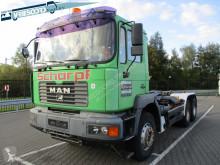 Camión Gancho portacontenedor MAN 27.364