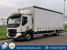 Volvo függönyponyvaroló teherautó FL