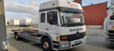 Camion portacontainers Mercedes Atego 1523