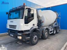 Lastbil Iveco Trakker 360 betong blandare begagnad