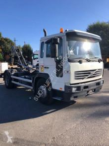 Caminhões poli-basculante Volvo FL6 220