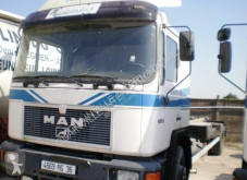 MAN F2000 18.232 truck used container
