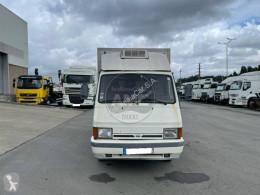 Voir les photos Camion Nissan Trade T.100