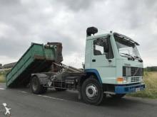 Voir les photos Camion Volvo FL7 230