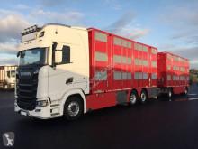Vrachtwagen met aanhanger vee aanhanger Scania