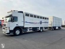 Kamión s prívesom príves na prepravu zvierat Volvo FM