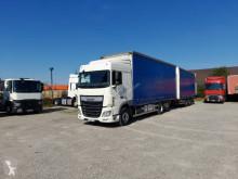 Ciężarówka z przyczepą firanka DAF XF