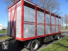 Floor cattle trailer