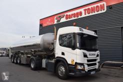 Conjunto rodoviário Scania P 450 cisterna alimentar usado