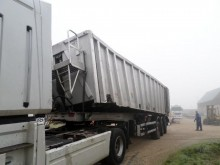 Kaiser ROBUST semi-trailer damaged cereal tipper