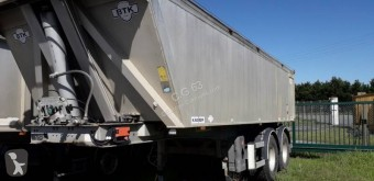 Robust semi-trailer used construction dump