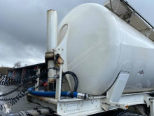 Semirremolque Spitzer BASCULANTE 52M3 cisterna gránulos / polvo usado