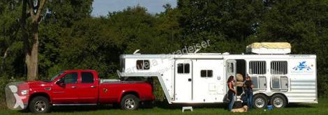 Naczepa do transportu koni Featherlite Type 8541 Pferdetransporter für drei Pferde mit Wohneinheit