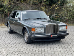voiture berline Rolls-Royce