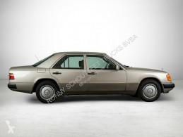Voiture berline Mercedes 200 E Wurzelholzdekor/Umweltplakette grün/Radio