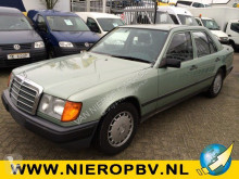 masina berlină Mercedes