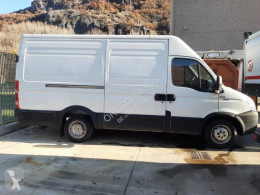 Fourgon utilitaire Iveco Daily 35S14