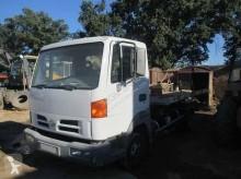 Nissan Atleon used flatbed van