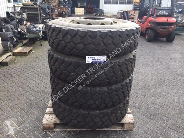 Voir les photos Véhicule utilitaire Michelin 13R22,5 XZL
