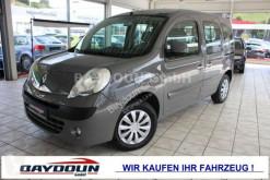 carro berlina Renault