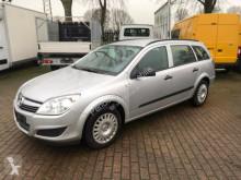 voiture berline Opel
