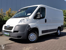 Fourgon utilitaire occasion Peugeot Boxer 2.2 hdi , airco