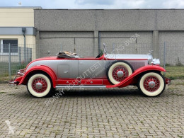 carro berlina Cadillac