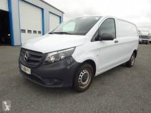 Veículo utilitário furgão comercial Mercedes Vito 114 CDI
