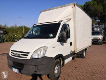 Veículo utilitário furgão comercial Iveco Daily 35C10