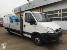 Nyttobil med flak häckar Iveco Daily 35C15