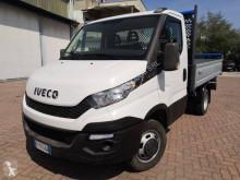 Nyttobil med flak tre vagnar Iveco Daily 35C13