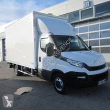 Utilitaire caisse grand volume Iveco Daily